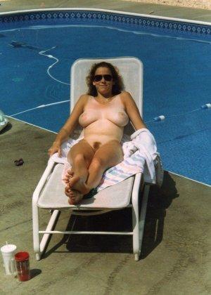 Голые нудистки на пляже - фото 4