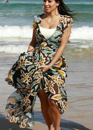 Kim Kardashian - Галерея 2888416 - фото 11