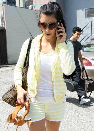 Kim Kardashian - Галерея 2888416 - фото 4