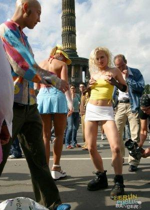 Групповуха сумасшедших немецких шлюх - фото 1