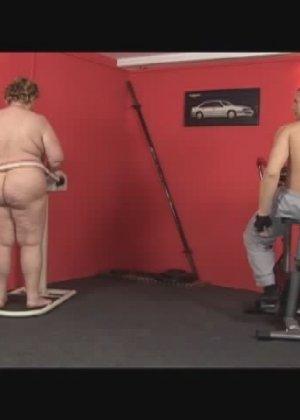 Секс с жирной в спортзале - фото 3