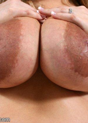 Небольшие сиськи очень жирной Кристины - фото 9