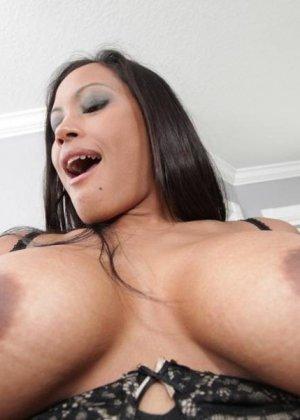 Секс азиатки с большими сиськами - фото 10