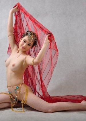 Голая сексуальная азиатка - фото 5