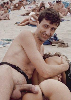 Секс зрелых на нудистском пляже - фото 9