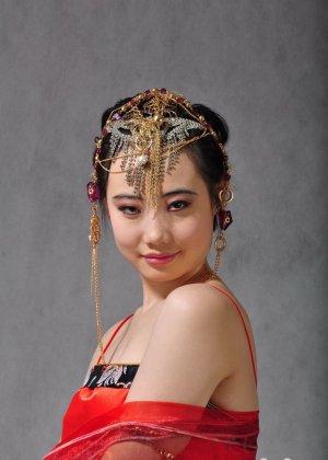 Голая сексуальная азиатка - фото 3
