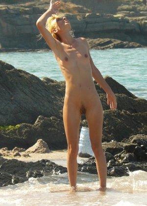 Голые бабы на пляже - фото 1