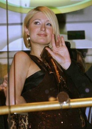 Paris Hilton - Галерея 2927239 - фото 17
