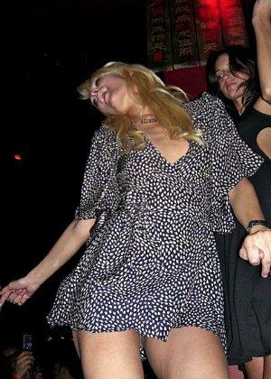 Paris Hilton - Галерея 2489155 - фото 10