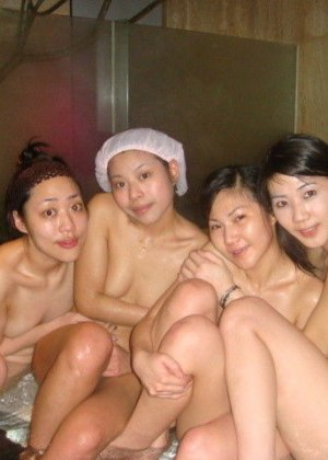 Голые азиатки в бане - фото 12