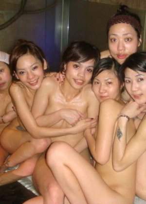 Голые азиатки в бане - фото 4