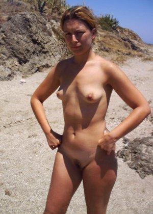 Обнаженные зрелые телки на пляже - фото 8