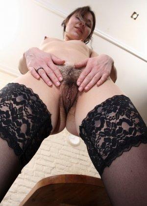 Секретарша показывает умение мастурбировать при трудоустройстве - фото 14