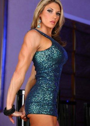 Блондинка культуристка показала мышцы и пизду - фото 6