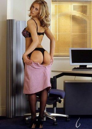 Мастурбация Нессы в офисе - фото 8