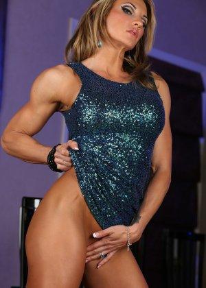 Блондинка культуристка показала мышцы и пизду - фото 10