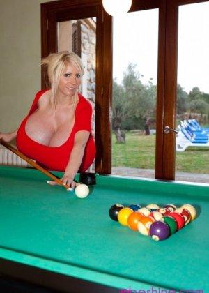 Соло блондинки с гигантскими сиськами - фото 9