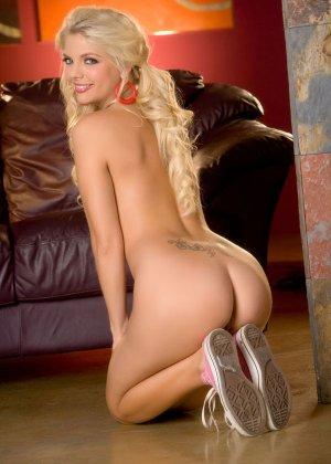 Красивые голые девушки блондинки с кудрявыми волосами - фото 3