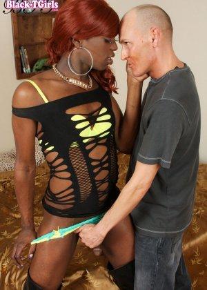 Секс с рыжей негритянкой транссексуалом - фото 12