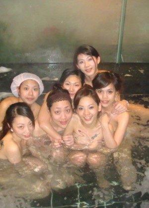 Голые азиатки в бане - фото 10