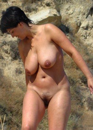 Голые бабы на пляже - фото 15