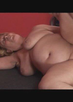 Секс с жирной в спортзале - фото 10
