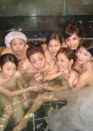Голые азиатки в бане - фото 11