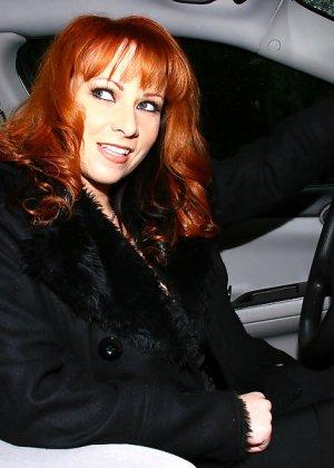 Негр здоровым хуем отъебал рыжую женщину - фото 1