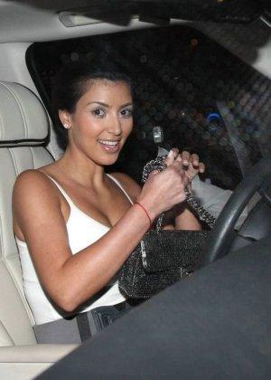 Kim Kardashian - Галерея 2888416 - фото 8