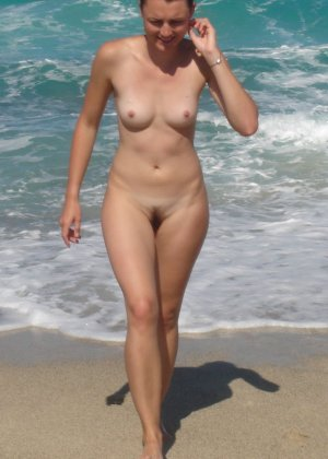 Обнаженные влагалища на пляже - фото 15