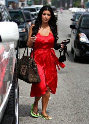 Kim Kardashian - Галерея 2888416 - фото 16