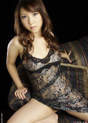 Странный секс с азиаткой в чулках - фото 7