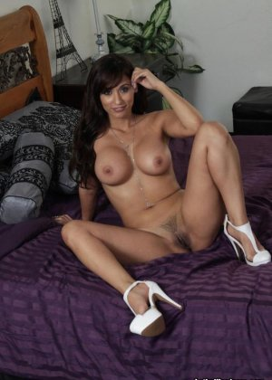 Секс с красивой голой латинкой - фото 11