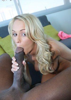 Черный выебал блондинку - фото 8