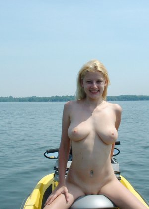 Голые нудистки на пляже - фото 15