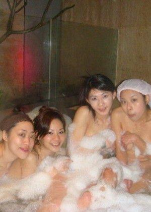 Голые азиатки в бане - фото 1