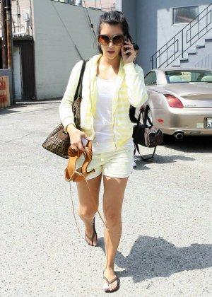 Kim Kardashian - Галерея 2888416 - фото 5