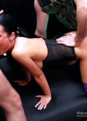 Двойное проникновение в элитную проститутку - фото 11