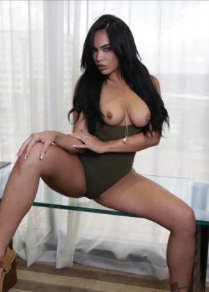 Трахнул красивую латинскую девушку Селена Сантана - фото 2