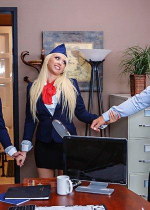 Секс втроем со стюардессами - фото 5