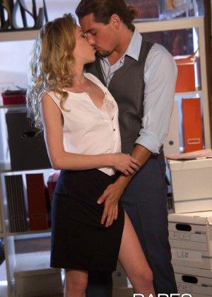 Нежный секс на работе с начальником - фото 7