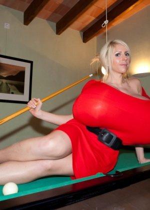 Соло блондинки с гигантскими сиськами - фото 5