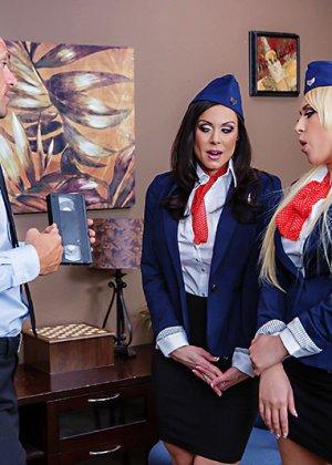 Секс втроем со стюардессами - фото 4