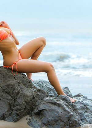 Трах в молодую жопу на пляже - фото 2