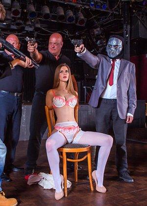 Секс с худой грудастой дамой - фото 4