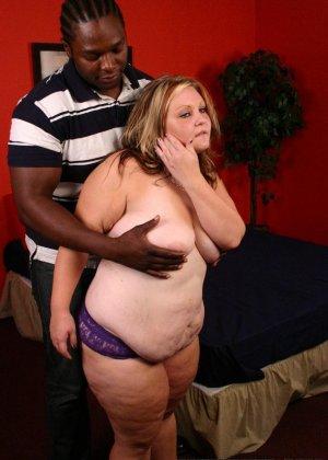 Толстая дама ебется с негром - фото 10
