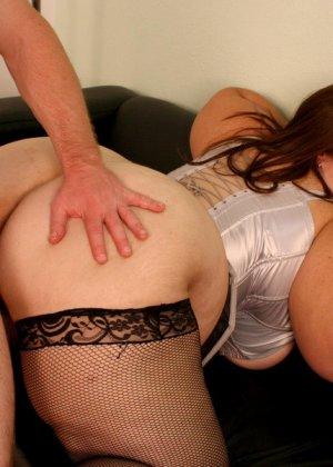 Секс с жирной женщиной в чулках - фото 15