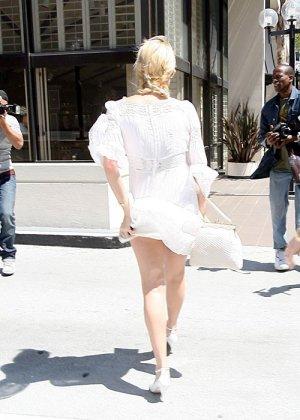 Paris Hilton - Галерея 2489155 - фото 3