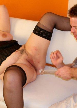 Парень выебал толстую женщину в чулках - фото 11