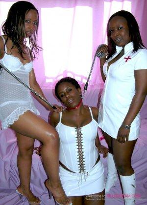 Лесбийский секс втроем негритянок - фото 2